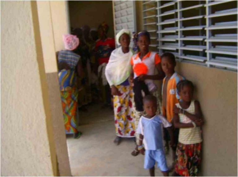 Entrée du dispensaire de Samsagbo